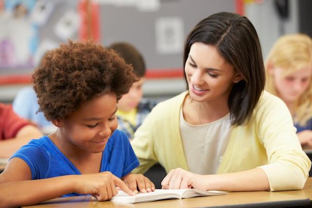 teacher helping reluctant reader