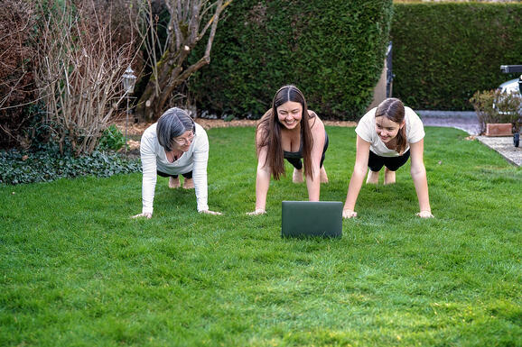 teen-exercise-family-at-home