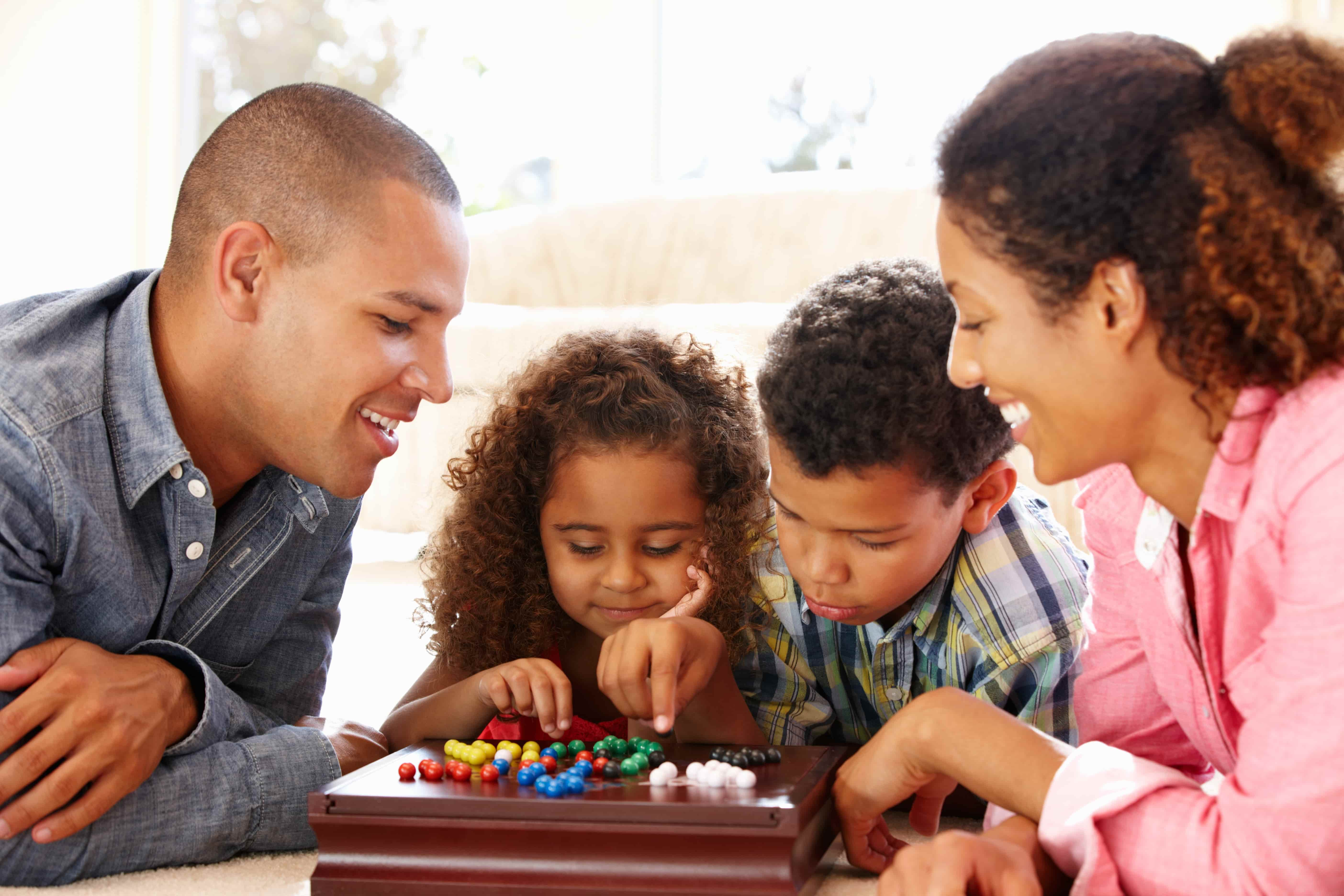 Family-Board-Games-Holidays