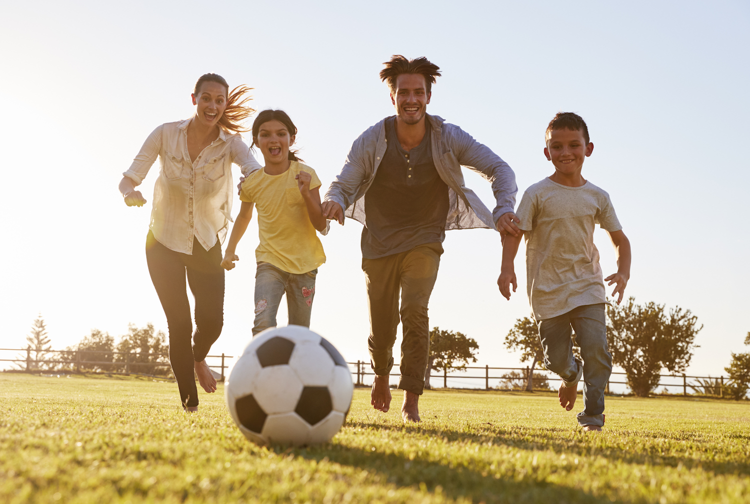 active-outdoors-family-play